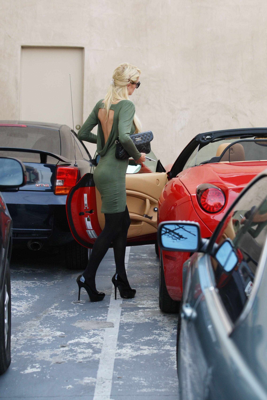Paris hilton getting out of car photo 10 Infamous Crime Photos - Listverse