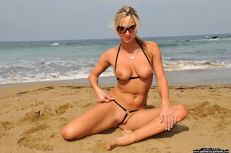 Фото проституток в купальниках, Девушки в бикини и в мини-бикини на фото 9 фотография