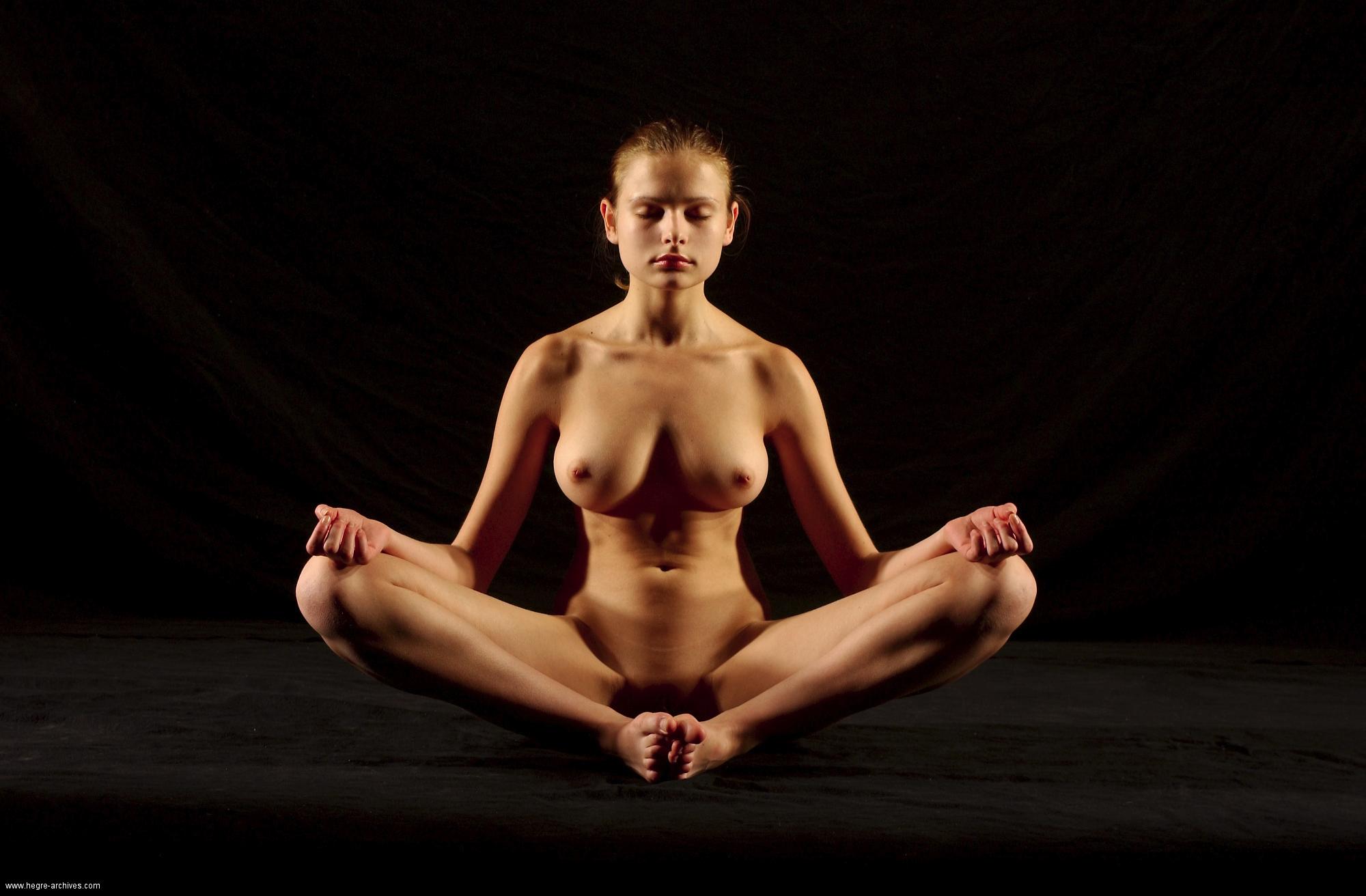 Yoga Nud 71