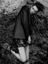 10183690_Fashion_Tale_No._8_Ph._Elisabeth_Frang_1.jpg